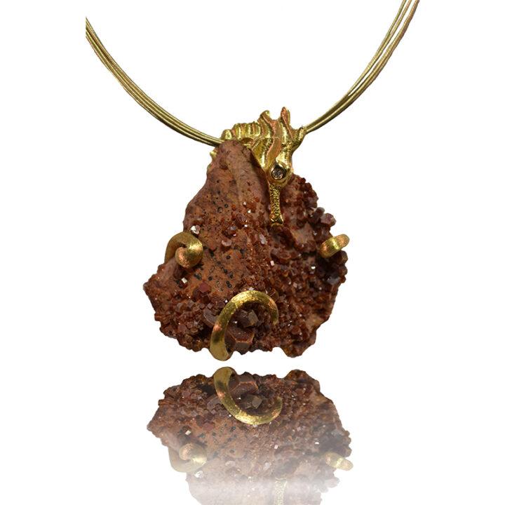 Ciondolo in oro giallo con diamante e minerale di vanadinite - pezzo unico- Mediterraneo