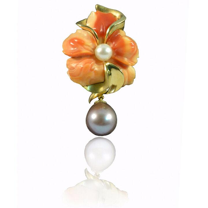 Ciondolo in oro giallo con fiore in conchiglia corniola e perle d'acqua dolce - pezzo unico- Mediterraneo