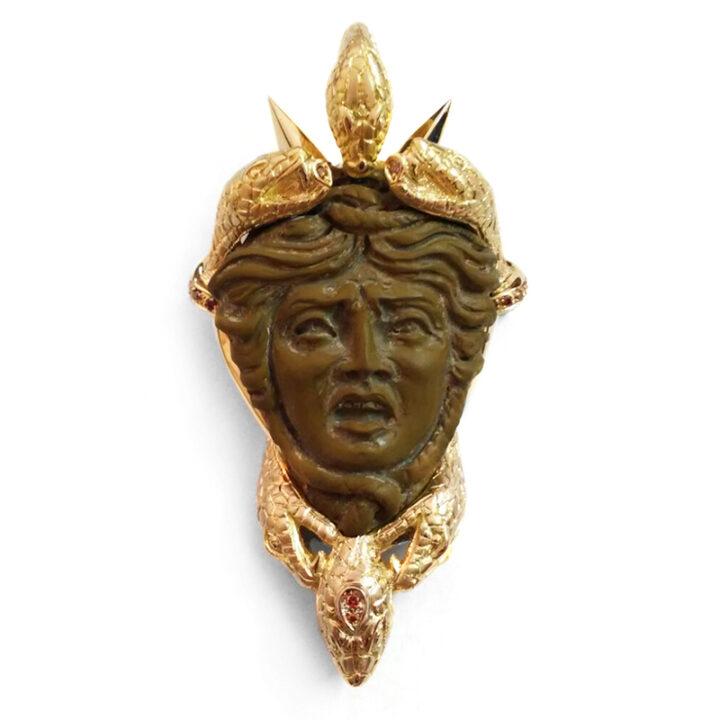 Ciondolo- spilla in oro giallo con Medusa in pietra lavica e diamanti cognac -pezzo unico-Mediterraneo