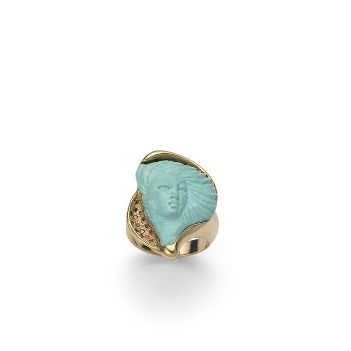 Anello in oro giallo con volto di dama in turchese inciso a mano e diamanti cognac
