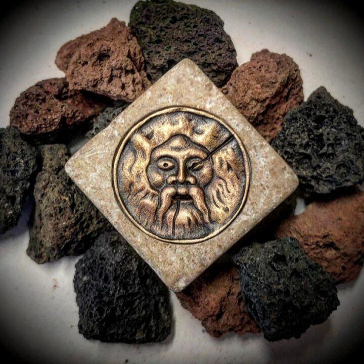 ciondolo artigianale in bronzo e travertino