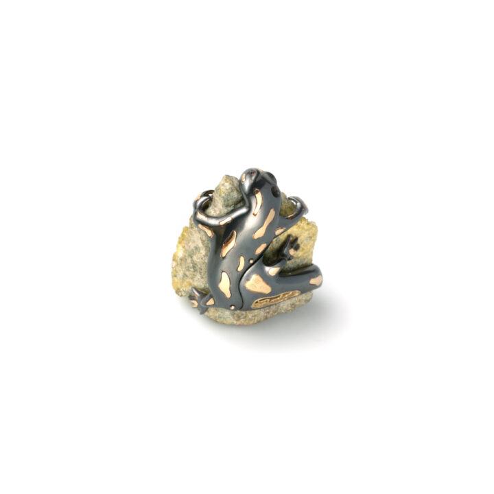 Ciondolo con salmandra in argento 925 e oro giallo 18 Kt con minerale (pietra vesuviana)