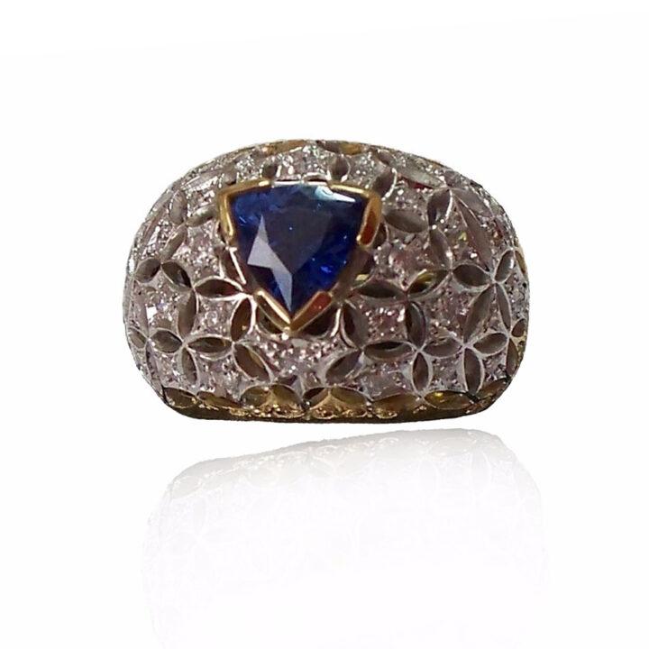 anello cupola traforata- oro bianco e giallo con zaffiro e diamanti - Stile rinascimentale fiorentino -